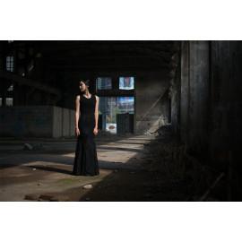 woman in fabric (5080.1012)