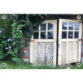 Tuinverruimer-Schuttingposter  - Schuurdeuren begroeid met Planten  (5054.1085)